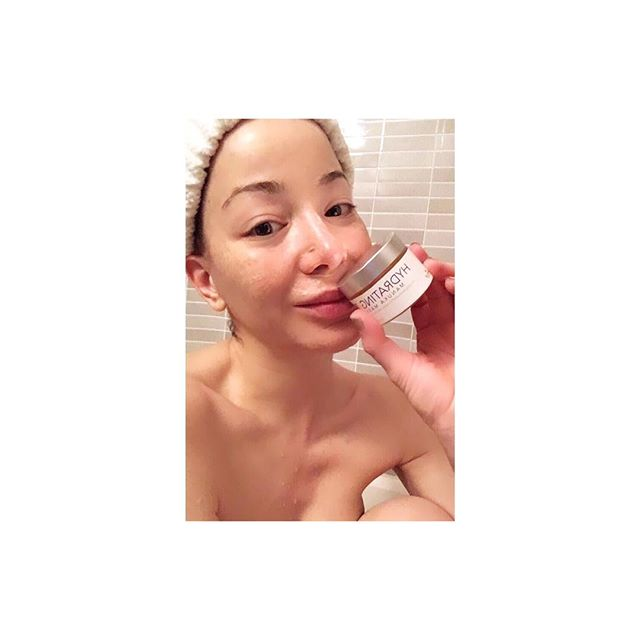After a long day, nothing like soaking in warm water with magnesium and sea salt and my @airelleskin Age Defying Hydrating Manuka Mask. Perfect way to end the night. Good night my loves! #homespa #allnatural #airelle #airelleskincare #agedefying #antioxidant #manukahoney #hydrating #mask #beautiful #skin #goodnight @airelleskin @lillypadgroup