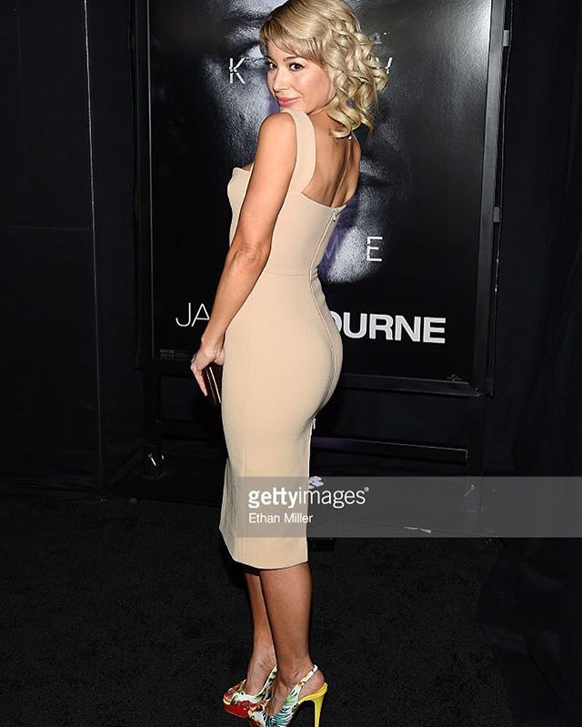 Arriving at @universalentertainment @jasonbourne premiere in Las Vegas #actress #blackcarpet #jasonbourne #premiere #vegas #vegasnightout #dressby @victoriabeckham #hair @martinputter #mua @theresa_baca #producer #haircolor @anivalm