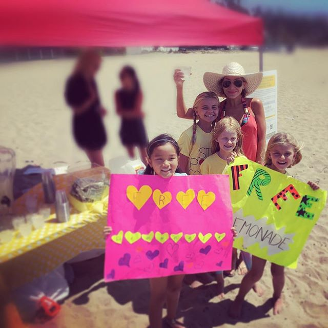 Free lemonade for Charity! How could I resist these little angels. Made the lemonade themselves, all for a good cause. It's so nice to see kids getting involved in helping others, being excited about it, and doing it with so much love and joy. In my book, best lemonade I've ever had! #charity #kids #helping #lemon #lemonade #bestever #cheers #instagood #instamood