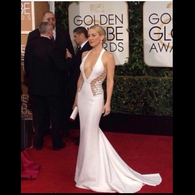 Hands down the #Queen of the #redcarpet tonight! #KateHudson #GoldenGlobes #Perfection #White #Versace @goldenGlobes @Katehudson @alejandroperazastyle