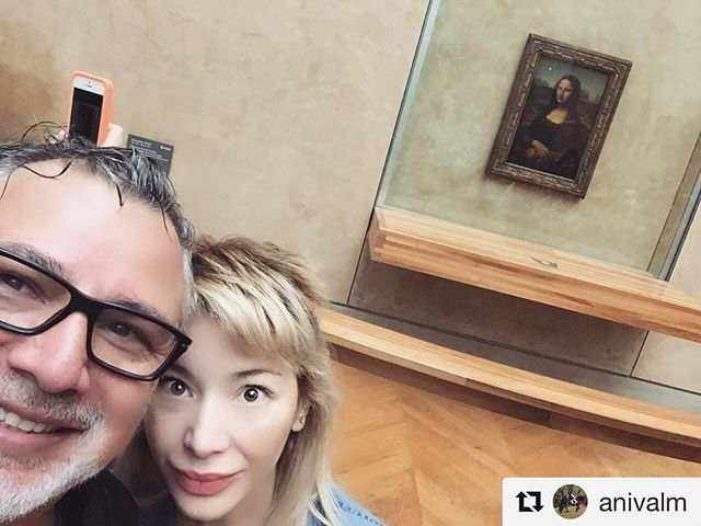 Old friends reunite! #MissMona #me & @anivalm kicking at the @museelouvre! #Paris #Art #museedulouvre #monalisa #lagioconda #leonardodavinci #Repost @anivalm with @repostapp ??? So @officialkatherinecastro and I stopped by to say #hello to and old #friend! #MissMona sends her love! #monalisa #louvre #art #louvremuseum #jeteaime #paris #europe #love #followme #instadaily #instamood instacool