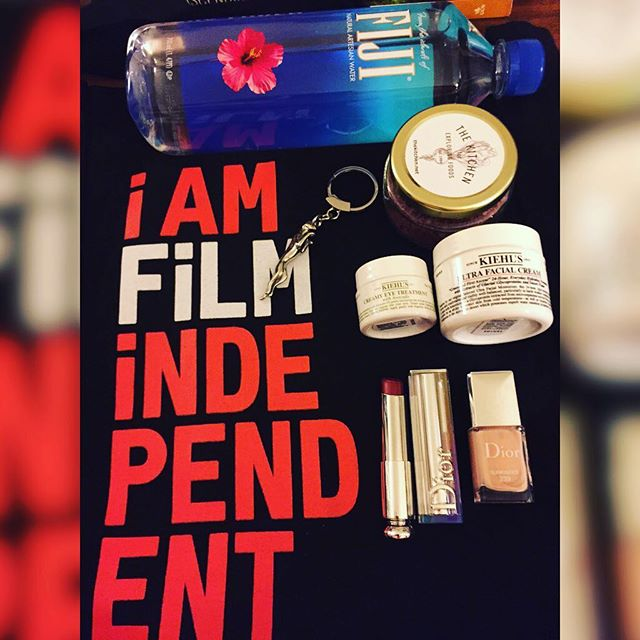 Thank you @filmindependent for the lovely #goodybag filled with pleasantries @kiehlsnyc #creamyeyetreatment & #ultrafacialcream @dior #sunkissed #naillacquer #dioraddictlipstick #choc @thekitchenforexploringfoods #petitesyrahsalts @fijiwater & @jaguarusa #keychain. Thank you all for your gifts and supporting the #SpiritAwards! #awardseason2016 #actress #producer #iamfilmindependent #gifts #grateful #pamper #pampermetime @lizrodriguezemr @artsyrosemary @varietylatino @iris_dominicana