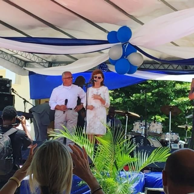 The always and forever beautiful, inside and out @susansarandon Godmother of Academy for Peace and Justice graduating promotion Quintessence20016 #apj #apjgraduation #Haiti @artistsforpeace