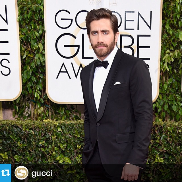 Yes @gucci that IS how it's done! #JakeGyllenhaal was the #BestDressed man at the #GoldenGlobes #lovethiskook @goldenglobes @repostapp.?????And that's how it's done: Jake Gyllenhaal in a Gucci Made to Order shawl collar one-button tux. #goldenglobes
